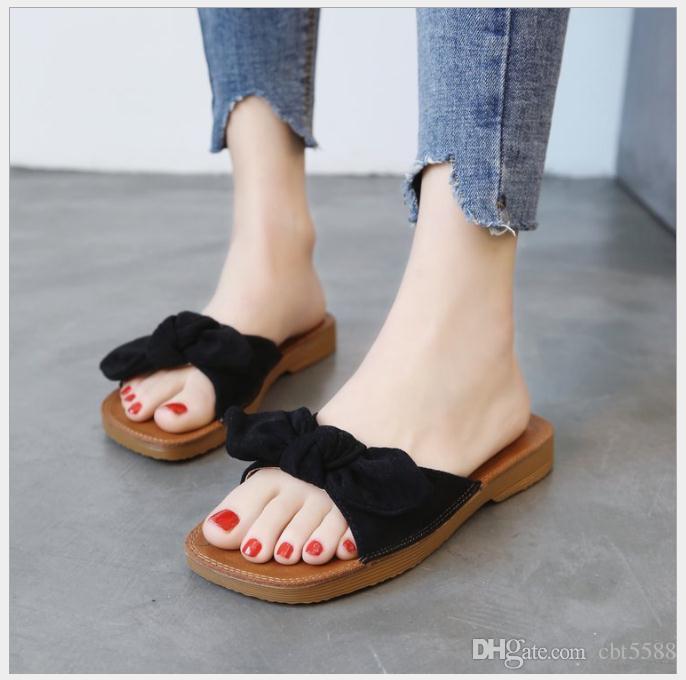 Le donne incinte del fondo molle della mucca del fondo molle e le pantofole femminile di estate di modo nuovo arco di stile portano le pantofole di spiaggia selvagge della spiaggia