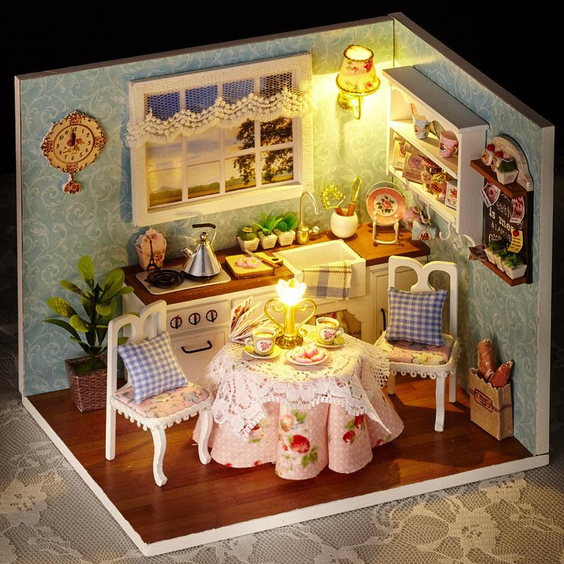 Acheter Sylvanian Families Maison Cuisine Heureuse Miniature Maison Avec  Led Lumières Mini Bois Maison De Poupée Cuisine DIY Filles Jouets Cadeaux  Créatifs ... 76cebb3f208c