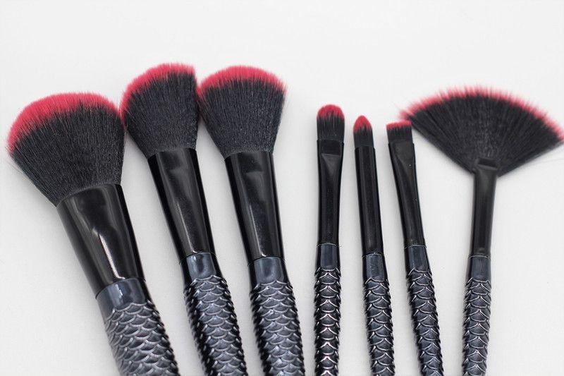 Yeni MAKEUPS Fırçalar Seti 7 adet / takım Mermaid Kolu Tasarım Allık Pudra Kaş Göz farı Kese / Çanta ile Siyah DHL kargo