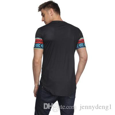Características étnicas con estampado floral de la camiseta de manga corta masculina, diseño único, nuevo estilo de camiseta para hombre