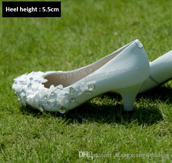 Hochzeitsschuhe für Abendkleid Echte Leder Crystal White Blumen sticken Low Plattform Herbst-Spitze Blumen Cowskin