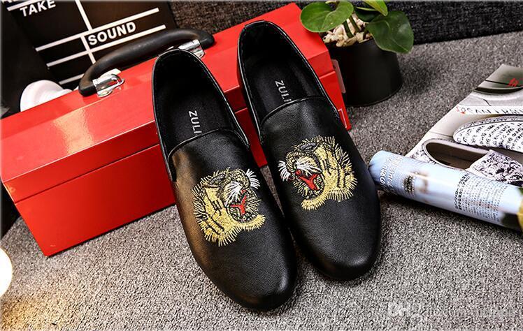 Модная мужская обувь Повседневная обувь на плоской подошве с вышивкой Тигр Дизайнерская мужская обувь Оксфорд Мужские квартиры 90