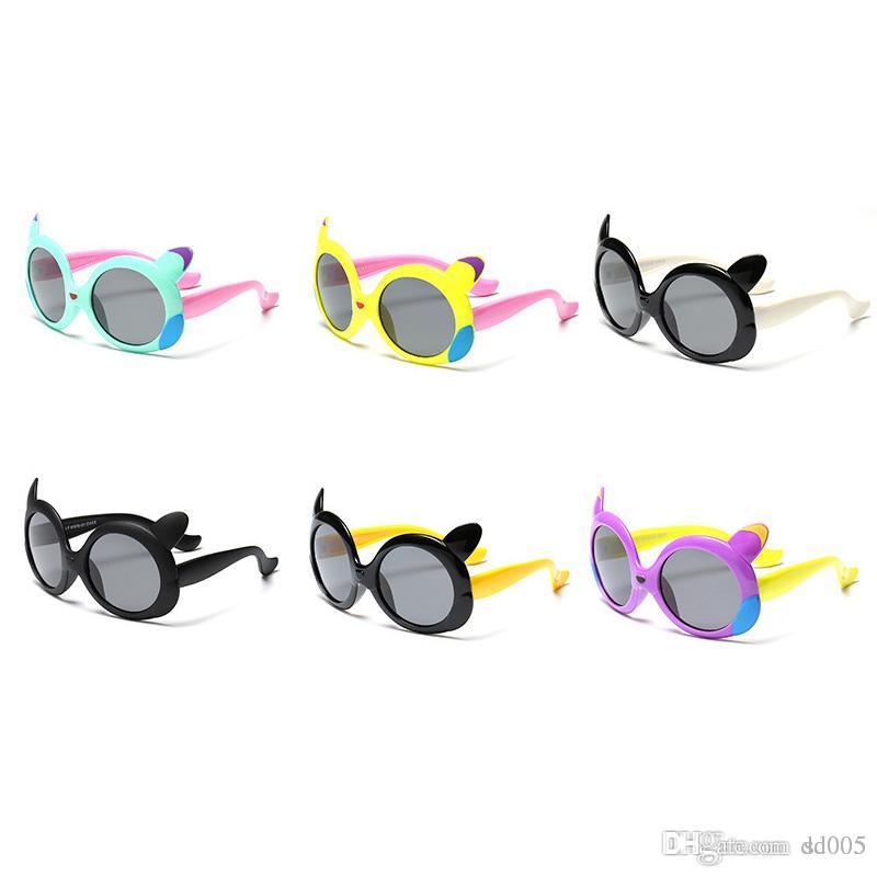 724214a0c Compre UV400 Resina Macia Moldura Crianças Óculos Meninos E Meninas Moda  Redonda Lente Óculos De Sol Bonito Dos Desenhos Animados Crianças  Polarização ...