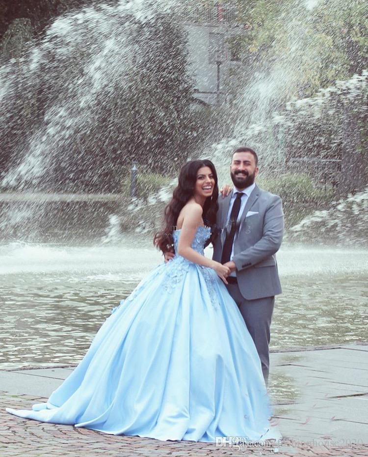 2018 Quinceanera Ball Gown Abiti Sweetheart luce cielo blu 3D Fiori Appliques in pizzo Vestido Plus Size Raso Party Prom Abiti da sera
