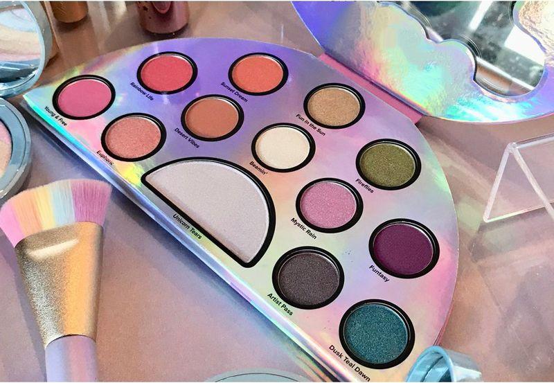 Top Quality Life's A Festival Eyeshadow Palette Rainbow Peace Love Eye Shadow Palett DHL