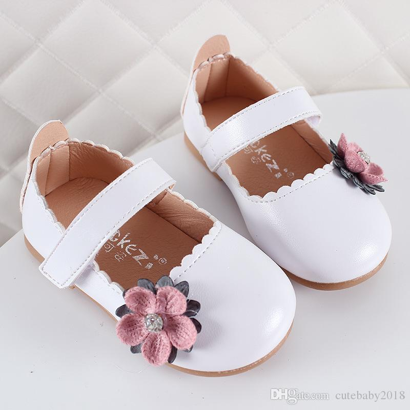Designer Baby Shoes Toddler Kids Shoes Princess 2019 Girl Flat Shoes  Rhinestone Flowers On Upper Breathable Autumn Spring Birthday Gift Leather  Shoes Usa ... 228e8676a0ab