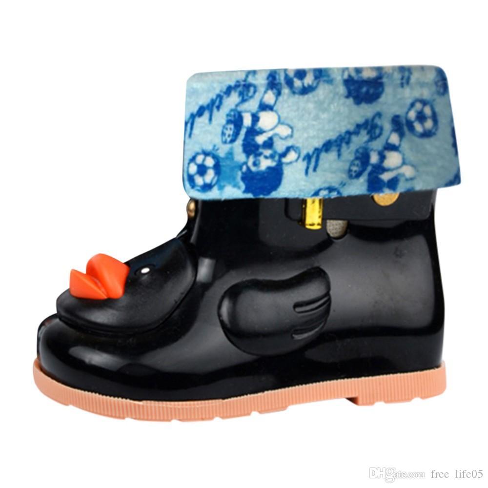 51c9e21d37e Compre Botas De Borracha Para Crianças Pato Bebê Botas De Chuva Infantil  Crianças Dos Desenhos Animados À Prova D  Água Não Slip Rainboots Sapatos  De Chuva ...