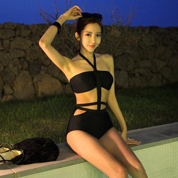 Hot bikini girl sex