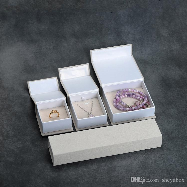Velvet Wrapping Pappgeschenkkasten Creme Farbe Schmuck-Armband-Armband-Ohrring-Anhänger-Ring-Verpackungspapier-Kasten Neue Verpackung Idea