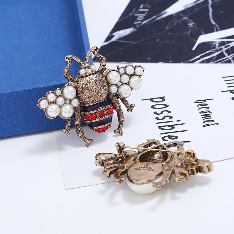 2 Couleur cristal Vêtements Broche Rétro Abeille mignonne Pin Pearl Gemstone alliage Broche Europe Etats-Unis Mode qualité Bijoux Femmes Cadeaux