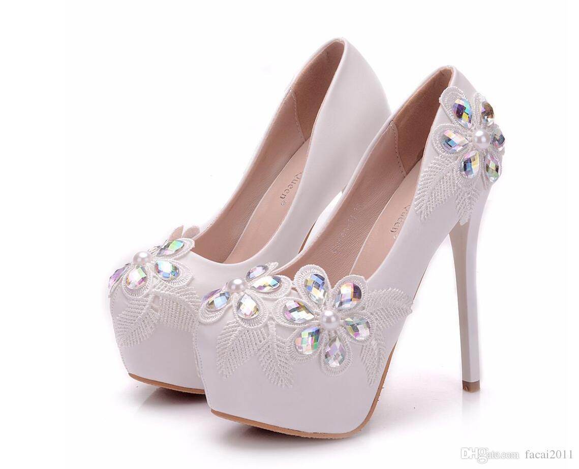 9bcd55a36c Compre Plat Mulheres Sapatos De Renda De Cristal De Pedra Das Senhoras De  Casamento De Salto Alto Artesanais Rodada Toe Flores Mulheres Bombas De  Noiva De ...