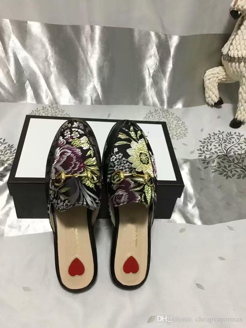 1916df70ddf1 Compre Top Moda Princetown Horsebit Zapatilla Con Bordado Tigre Rosa Flor  De Cuero Real Zapatos De Diseñador Negro Hombre Mujer Sandalias Planas De  Lujo A ...