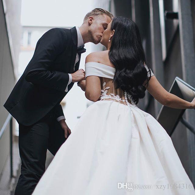 Splendidi abiti da sposa spaccati in raso spallaccio con spalline in pizzo con bottoni ricoperti con bottoni abito da sposa abiti su misura in Arabia Saudita