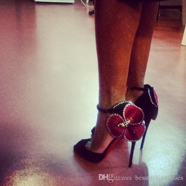 Rose Black Rhinstone Blumen Designer Knöchelriemen Plünderung High Heels 12 cm Frauen Pumpt Echtes Leder Für Sommer Frauen Sandalen Schuhe Mujers