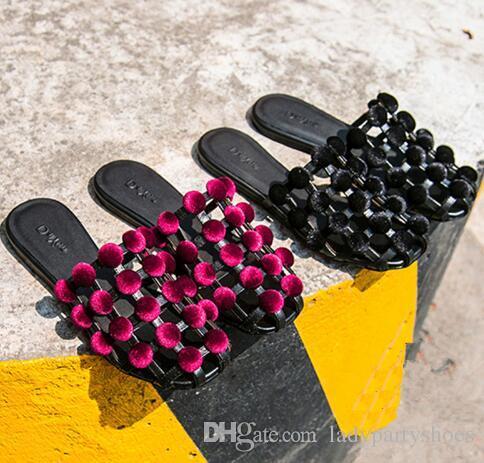 2018 Verão Zapatos Mujer Personalizado Sapatos de Grife Mulheres Chinelos Gladiador Sandálias Enjauladas Mulheres Rebite Prata Slides Plano Crytsal
