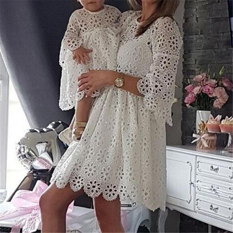 4efb86da0b85e Acheter Mode Famille Correspondant Vêtements Mère Fille Robes Femmes Floral Dentelle  Robe Bébé Fille Mini Robe Maman Bébé Fille Vêtements De Fête De  33.74 ...