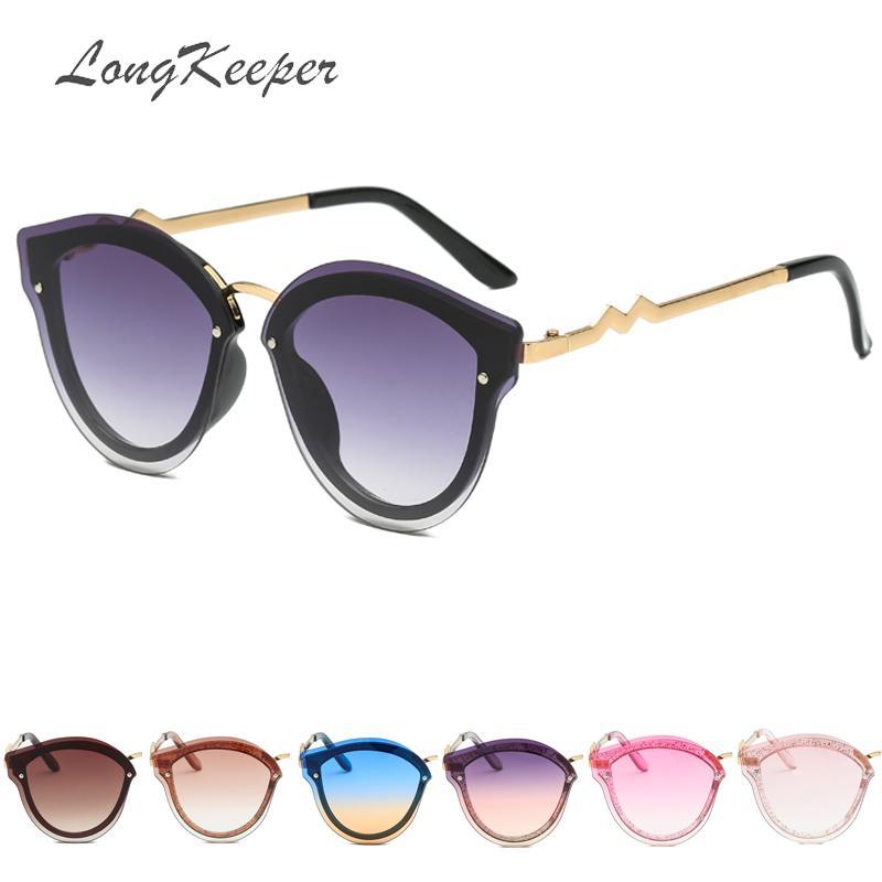Compre LongKeeper De Metal De Plástico Olho De Gato Óculos De Sol Das Mulheres  Coloridas Designer De Marca Óculos De Proteção Feminino Oval Especial UV400  ... edbc673f70