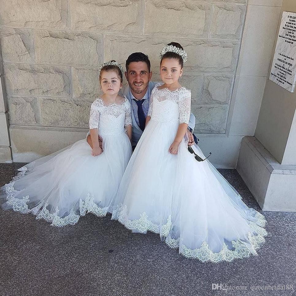Robes de mariée de petite fille de dentelle de cou de bateau modeste robes de mariage de balayage balayent la robe de fille de fleur de tulle