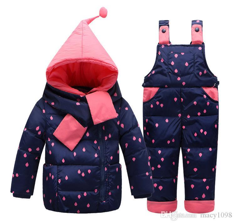 Compre Niños Niños Abajo Abrigo + Pantalones + Bufanda   Conjunto Niñas  Mamelucos Del Traje De Nieve Pantalones Ropa De Invierno Traje De Esquí De  Tres ... 87b9cd64a916