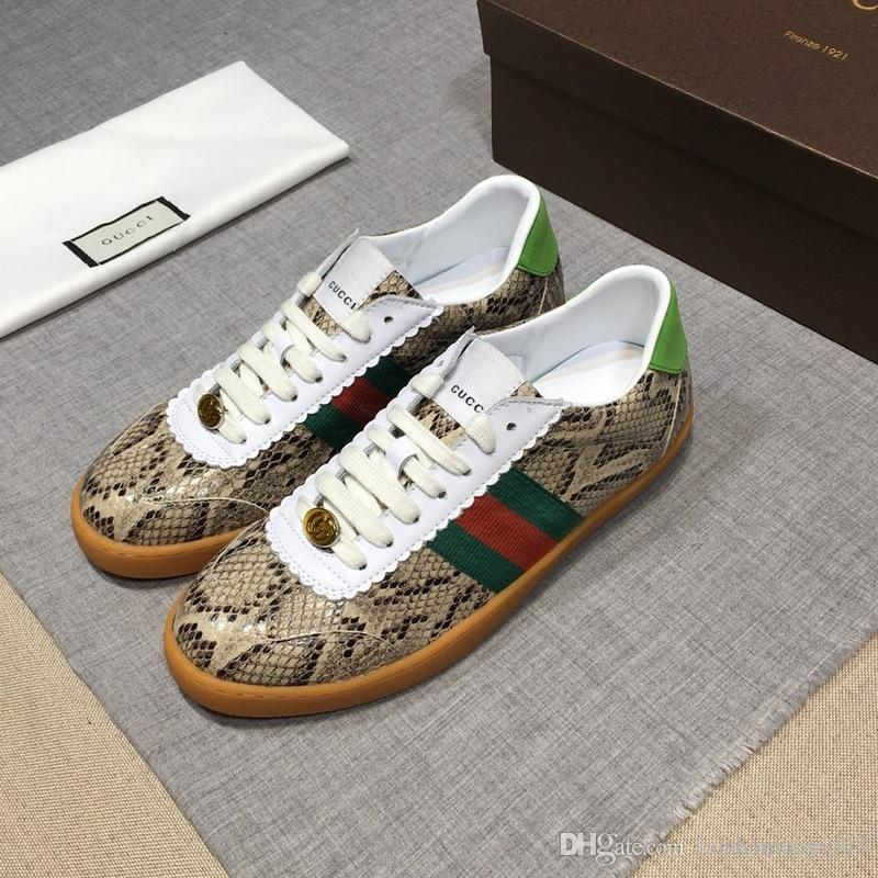 9fd128ae621 Compre Top Quality ACE Bordado Branco Preto Tigre Sapatos De Presente De  Couro Genuíno Designer De Sapatilha De Luxo Da Marca Dos Homens Das  Mulheres ...