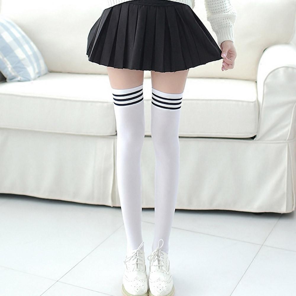 Девушка японка в черных гетрах — pic 5