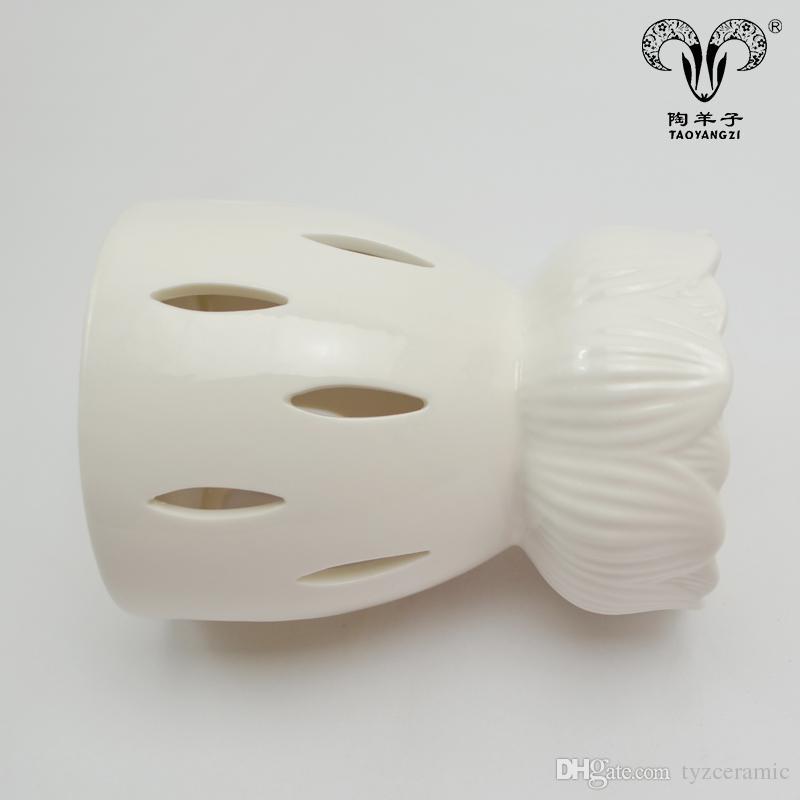 2018 New design Cheap ceramic decorative white lotus candle tart warmer plug in wax oil burner