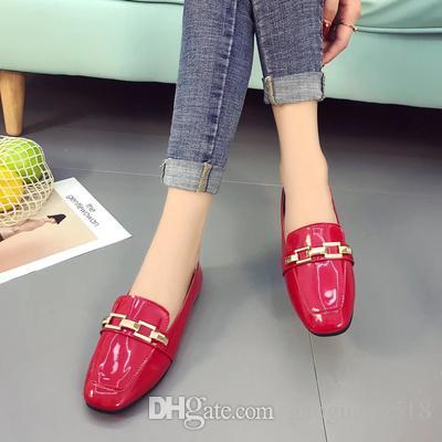 2018 nuevos zapatos solos perlados con hebilla de charol