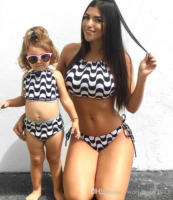 c2bd5ba3c Compre Madre E Hija Bikini Sets 2016 Nuevo Traje De Baño De La Colmena Del  Verano Traje De Baño Atractivo Para Las Mujeres Ondas Traje De Baño Ropa De  Playa ...