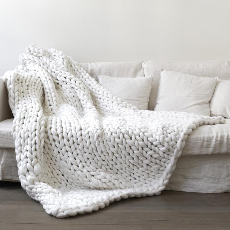 Home Textile Soft Thick Line Giant Yarn Knitted Blanket Hand Weaving Custom Fuzzy Gray Throw Blanket