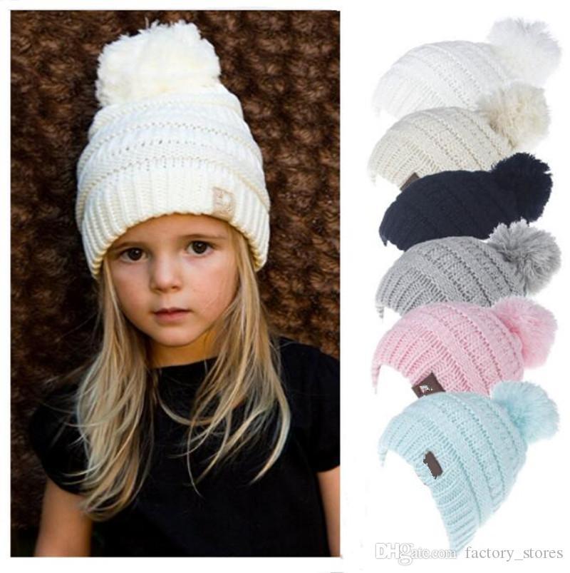 Acheter Enfants Hiver Tricot Bonnet Pom Tricot Chapeaux Garçons Filles  Marque Designer Étiquetage Câble Slouchy Ski CapsSolid Couleur Casual En  Plein Air ... de61e3a9be0