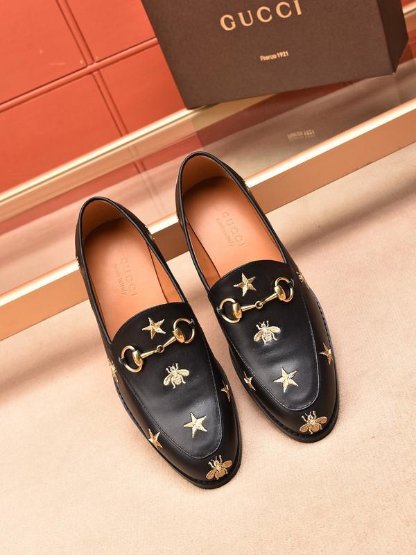 def7b1316 Compre 2018 Nuevo Estilo De Los Hombres Italianos Zapatos De Vestir  Diseñador De Zapatos De Boda De La Marca De Lujo De Los Hombres Formales  Hombres Pisos ...