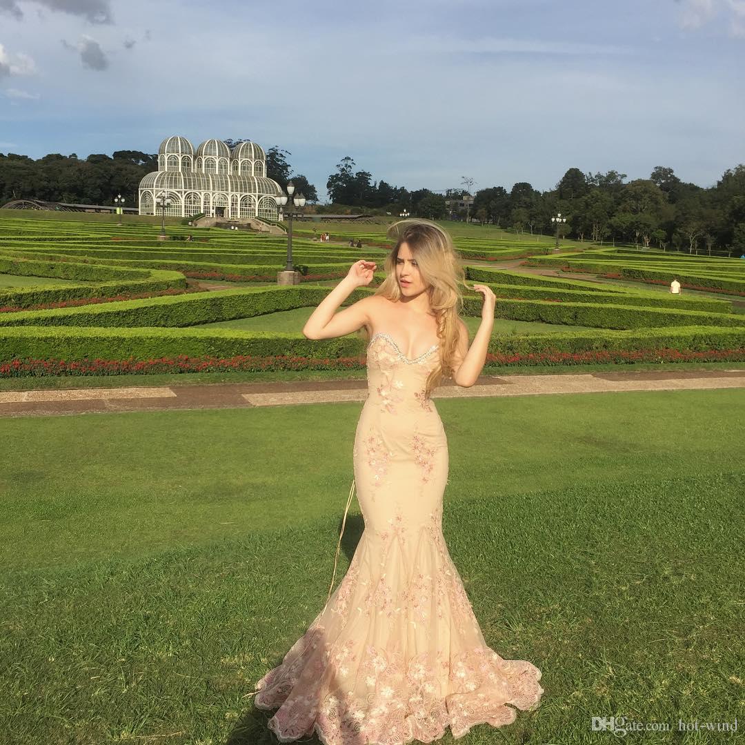 Vacker älskling kristaller pärlstavslinje lång prom klänningar spets blommor appliqued mermaid prom kväll klänningar korsett tillbaka