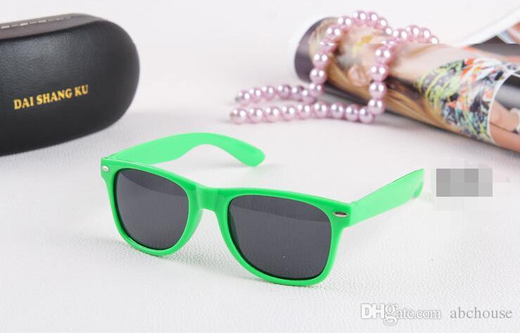 النظارات الشمسية البلاستيكية الكلاسيكية الرجعية خمر مربع نظارات الشمس للنساء الرجال الكبار أطفال الأطفال متعدد الألوان