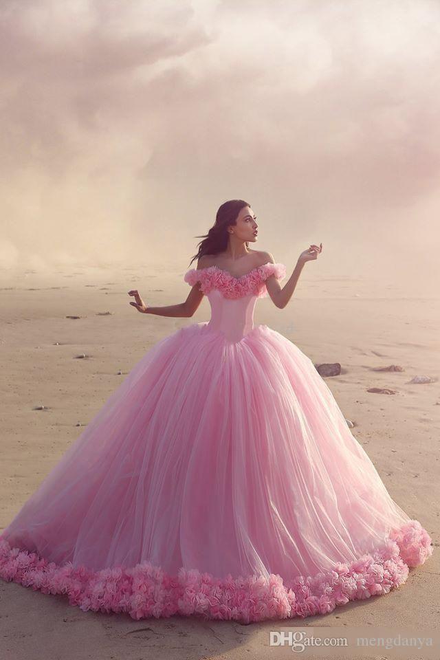2019 Yeni Kabarık Pembe Quinceanera Abiye Prenses Külkedisi Resmi Uzun Balo Gelin Gelinlik Şapel Tren Kapalı Omuz 3D Çiçekler