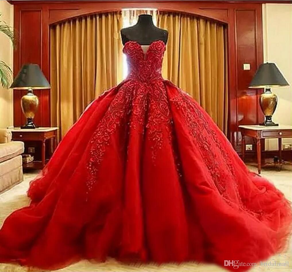 Luxo Vermelho Frisado Apliques vestido de Baile Vestidos de Casamento Em Camadas Ruffles Sweetheart Trem Da Varredura Gótico A Linha Vestido De Noiva vestido de Novia