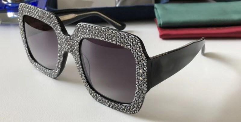 0048 Luxury Sunglasses For Women Large Frame Elegant Special Designer with Diamond Frame Built-In Circular Lens Top Quality Come With Case