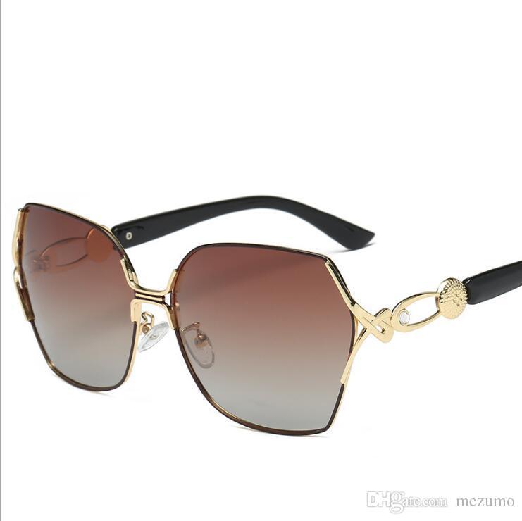 8a6ea7edea541 Compre Marca De Moda Desgaste Óculos De Sol De Grife De Metal Grande Óculos  De Sol Para Homens Mulheres Lentes De Vidro Espelho Marrom UV Proteção De  ...
