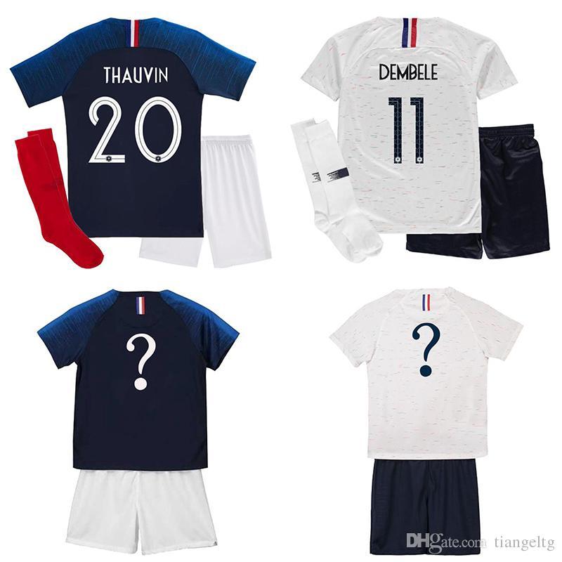 Compre 2 Estrellas 2018 Copa De La Palabra Francia Jersey Poliéster  GRIEZMANN MBAPPE POGBA Hogar Lejos Fútbol Jersey Kits De Niños Camisetas De  Fútbol ... 74f92eb5e4c37