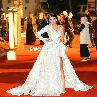 Abiti da celebrità con una sola spalla 2019 Abiti da spalmare sul lato in pizzo Dubai Style A Line Red Carpet Abiti da sera formali