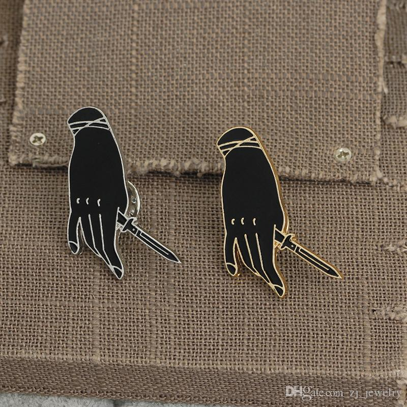 Crative Hand Holding Rose & Dagger Pins Enamel Pin Badge Goth Punk Brooches Pins Jewelry Pins Button Denim Jacket Lapel Pin for Women Men