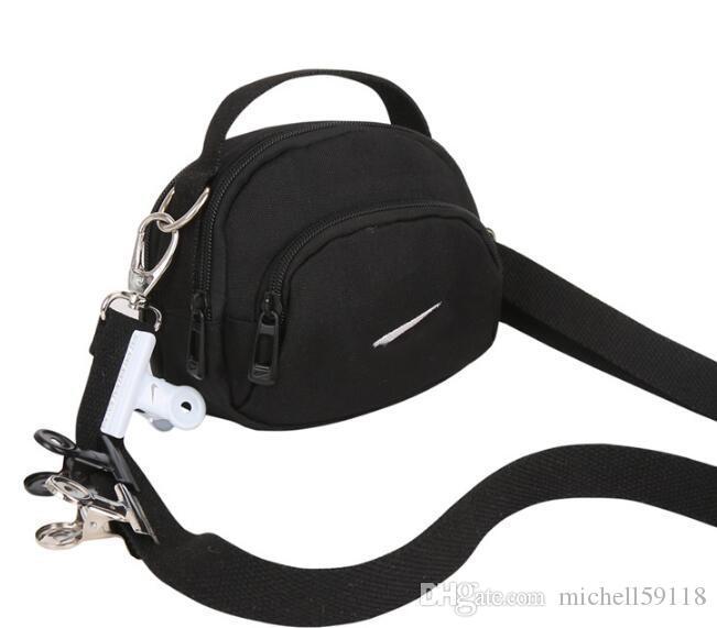 c01ea3e41062 18 Spoof Clips Diagonal canvas shoulder bag Super Fire Street Shoot Hook  Bag Men and women Wild Small bag