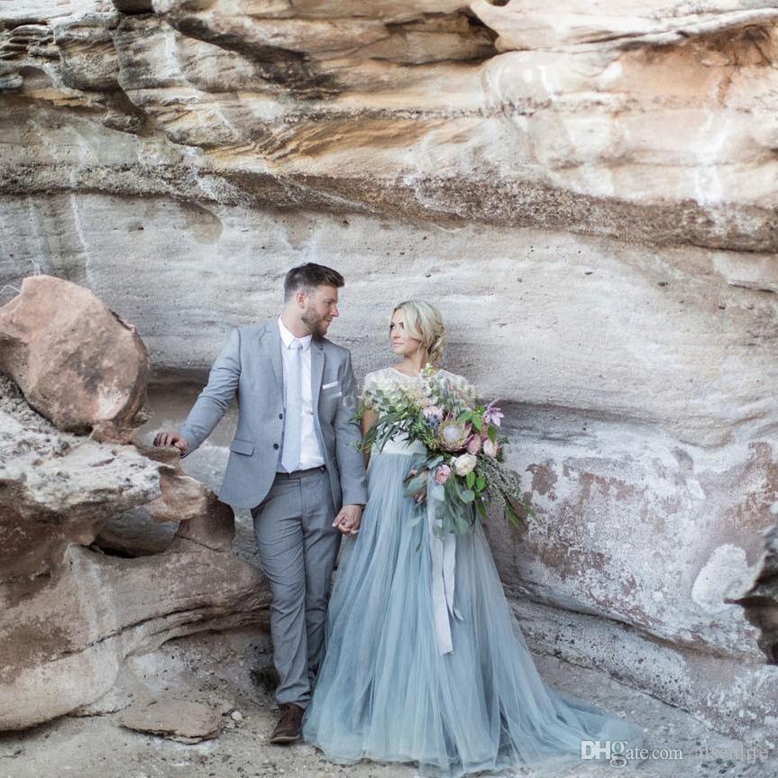 2017 Fairy Beach Boho Lace Abiti da sposa Collo alto Una linea morbida Tulle Cap maniche Backless Light Blue gonne Plus Size Bohemian Bridal Gown