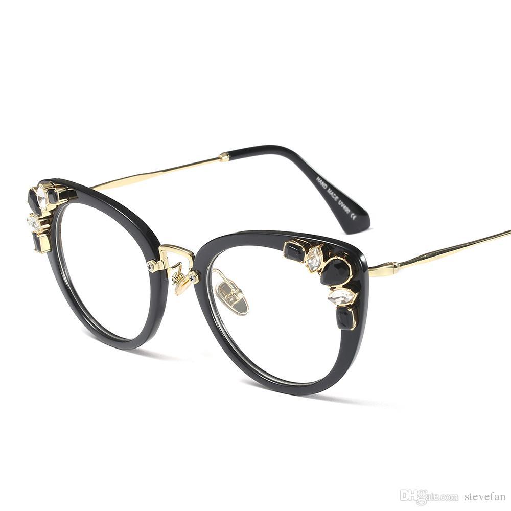 Compre Armações De Óculos De Olho De Gato De Cristal Transparente Para As Mulheres  Designer De Marca 2019 Óculos De Luxo Das Mulheres Strass Alta Qualidade ... b9cab3b06c