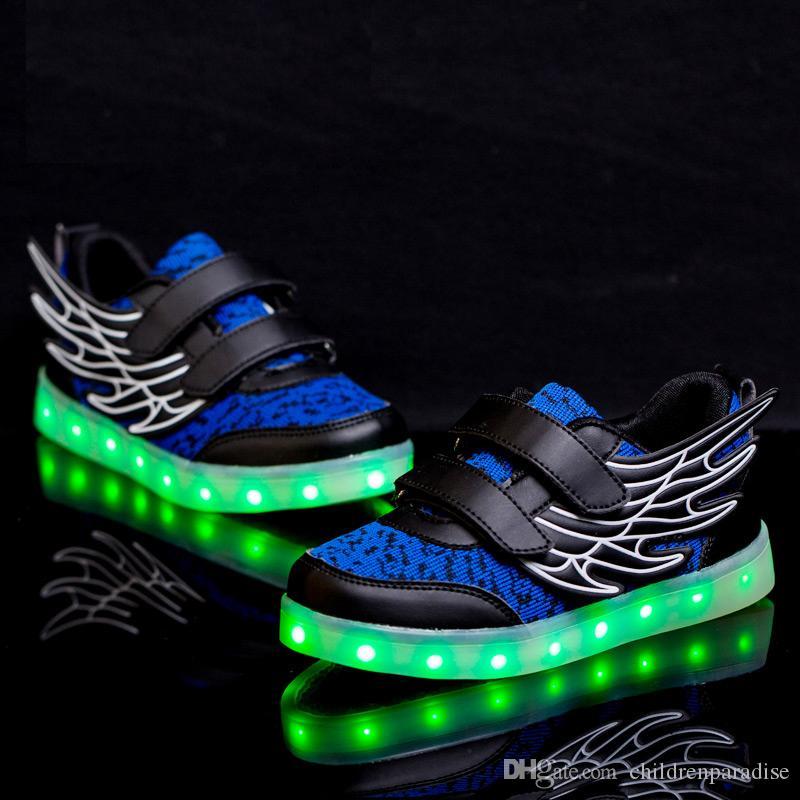 b236df2f Купить Оптом Дети Светящиеся Кроссовки USB Заряд Led Детская Обувь Крыло  Светящиеся Обувь Осень Светящиеся Кроссовки Для Мальчиков И Девочек Casuals  ...