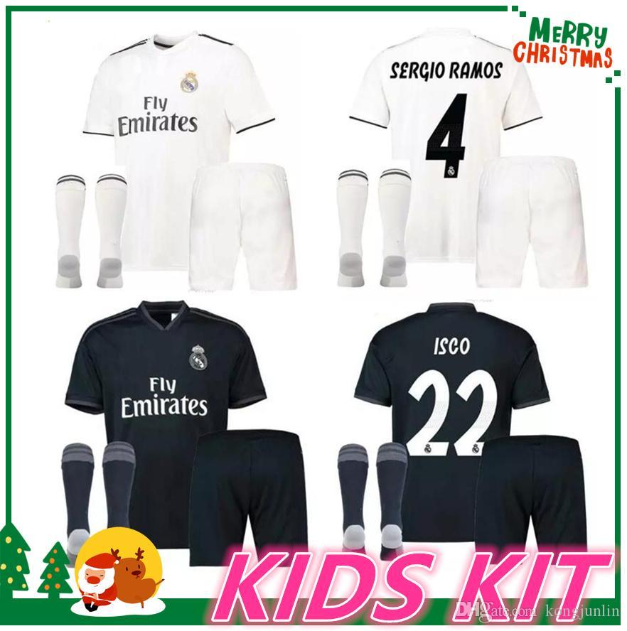 Compre 18 19 Madrid Kids Boy Kit Jersey De Fútbol Benzema Asensio Fútbol  Modric Kroos Sergio Ramos Bale Marcelo 2018 2019 Camisetas Reales A  15.08  Del ... 87068b0df1ace