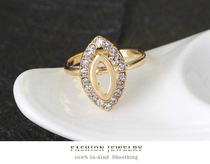 Conjuntos de joyas de cristal de moda india Collar llamativo de color dorado, pendientes, anillo, pulsera, regalo de joyería de cuatro piezas