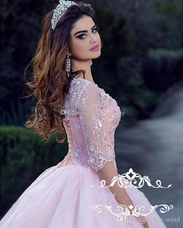 Modest Light Pink Ball Vestido Quinceanera Vestidos Cuello redondo 3/4 Manga larga Apliques Encaje Tul Corset Volver Dulce 16 Vestidos Vestidos de baile