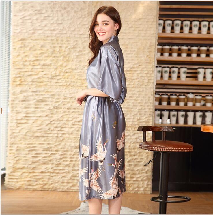 2018 hot sell Silk Satin Wedding Bridesmaid Robe Floral Bathrobe long Kimono Robe Night Robe Bath Fashion Dressing Gown For Women