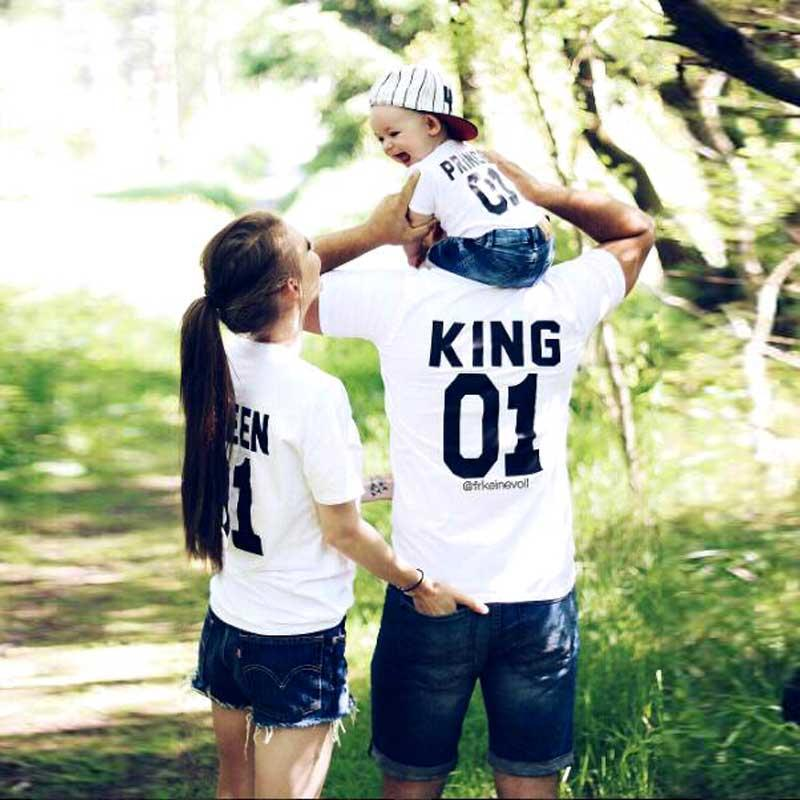 d93ebf8474 Family Look Matching Clothes Outfits Father Mother Daughter Son Tshirt  Daddy Mommy And Me Baby Boy Girl Clothing Queen Mom Dress Matching Clothes  For Mom ...