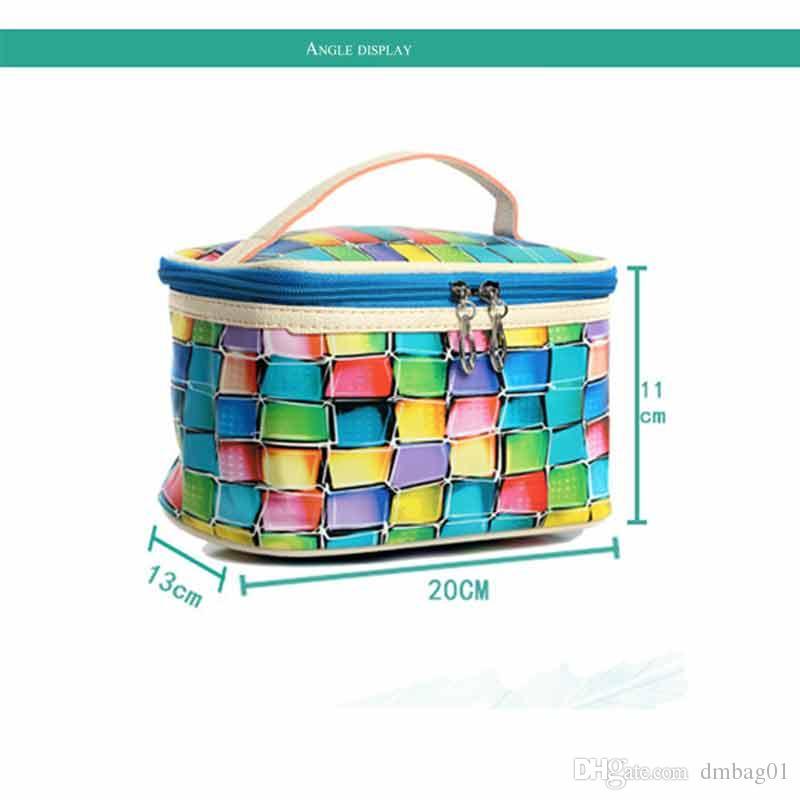 Birçok renk seçin Renkli 3D ızgara moda makyaj çantası tote pu deri kozmetik çantası makyaj organizatör ve tuvalet çanta